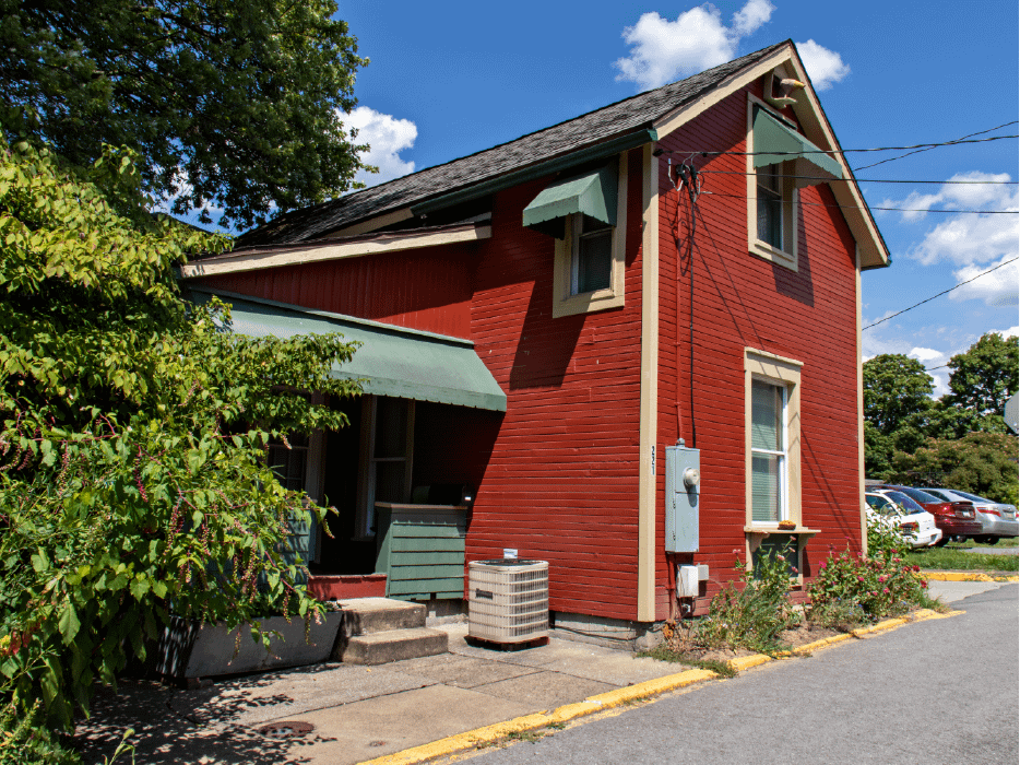 Outside view of 221 Kingwood St.